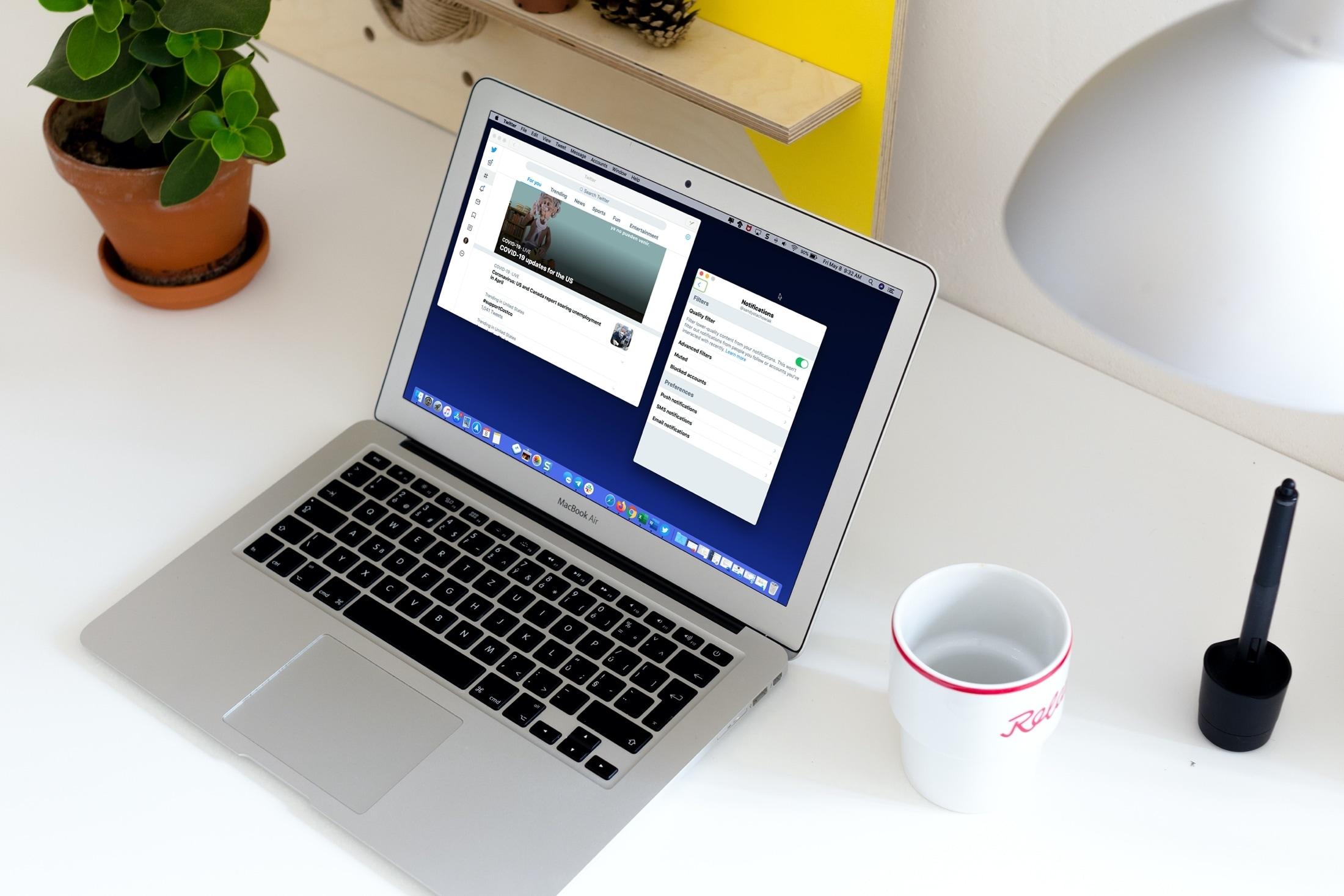 Aplicación de Twitter y MacBook de notificaciones