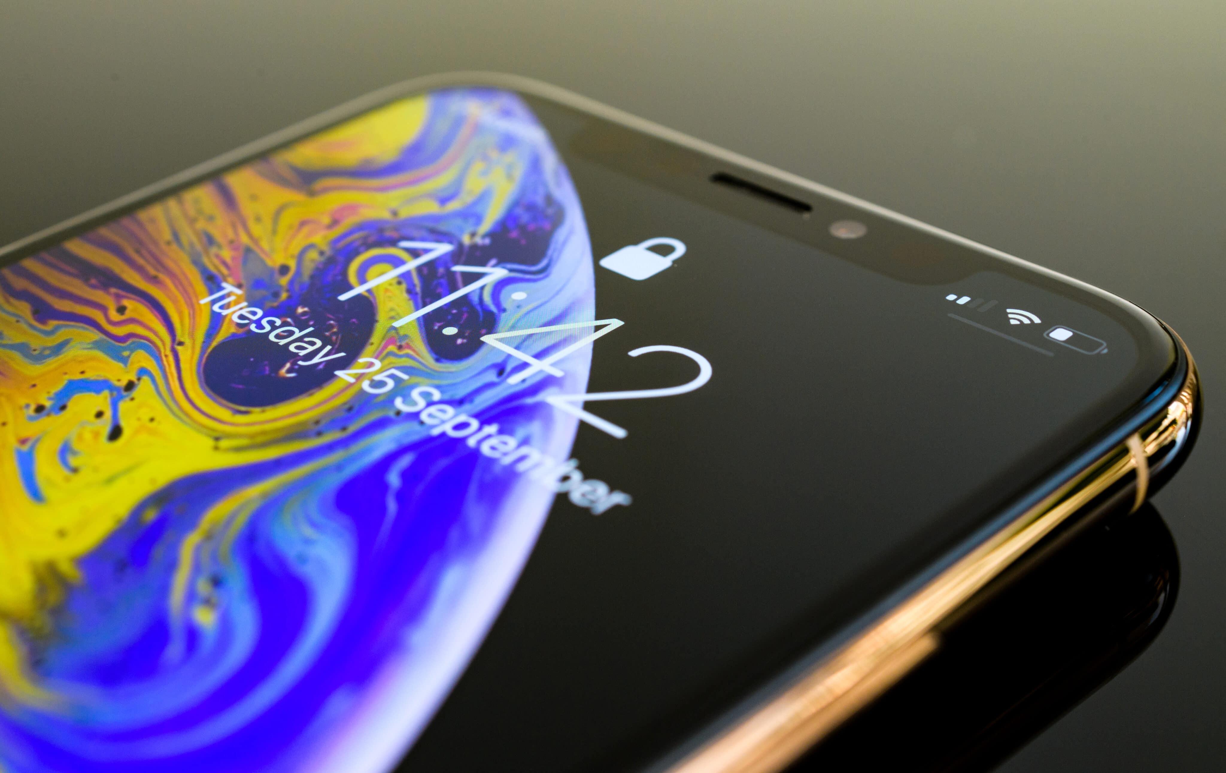 iPhone con pantalla bloqueada